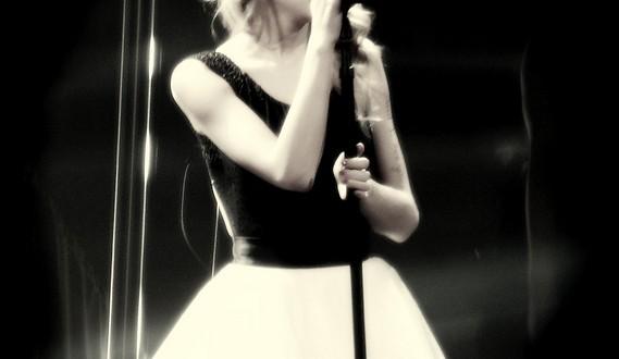 Taylor Swift arrasa en los BillBoard